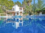 Villa-CAN-SHEVA-Ibiza-Exterieur-piscine_02_1600px-min-1079x720 copie-2